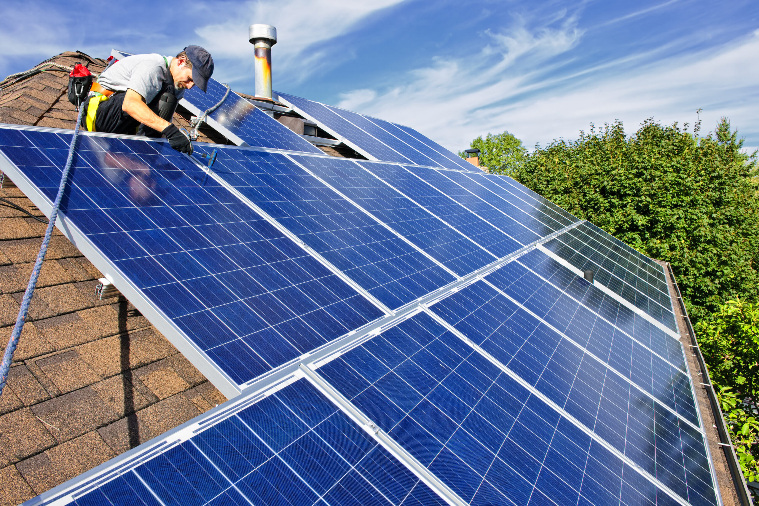 WHAT ARE THE BENEFITS OF HAVING SOLAR PANELS?